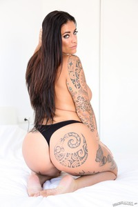 Black Haired Babe Raquel Adan Shows Huge Ass
