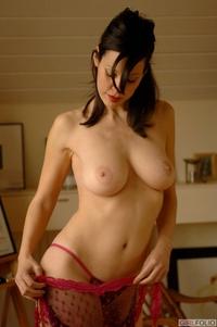 Amanda in her sexy red bra