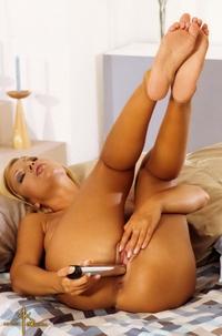 Cute big titted Cobe stripping