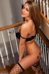 Horny Nikki's tempting body