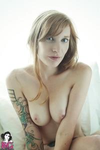 Tattooed babe Scralett Quinn stripping