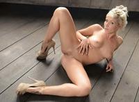 Tattooed blonde slut Waikiki naked