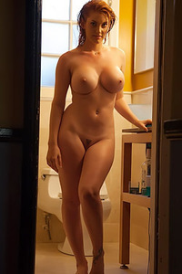 Lilith Lust Takes A Shower