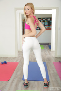 Yoga Girls Alexa Grace And Jillian Janson Are Sharing A Cock